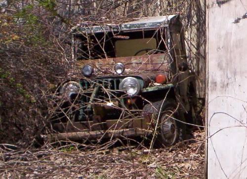 http://xfrias.tripod.com/Junk_Cars/Jeep.jpg